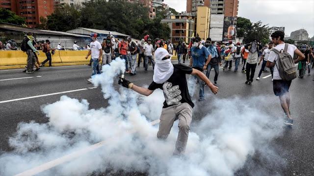 Opositores atacan metro y un hospital infantil en Caracas