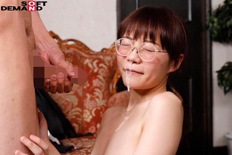 丑小鸭变天鹅!那位貌不惊人却搞了很多男人的眼镜妹真面目是?