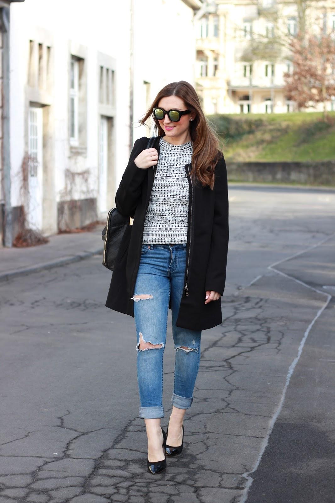 Verspiegelte Sonnenbrille - Verspiegelte Sonnenbrille kombinieren - Schwarzer Mantel Blogger - Tamaris Schuhe