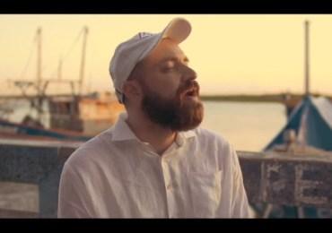 Willy Gregory lança clipe acústico gravado ao vivo: 'Então louve'