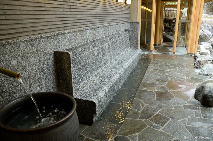 banc de pierre eau chaude goshono-yu
