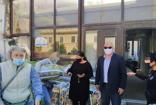 Έναν τόνο ξηρά τροφή για τα αδέσποτα ζώα διένειμε ο Δήμος Ναυπλιέων