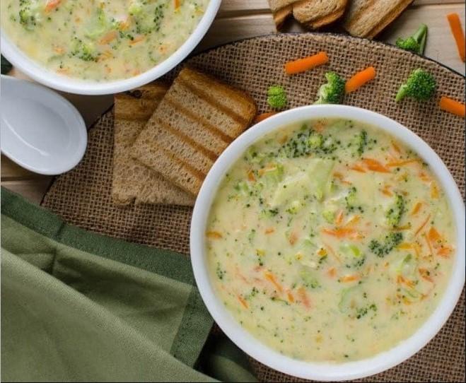 Creamy Vegan Broccoli Soup #vegan #dinner