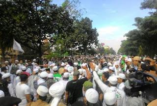 Ahok Tidak Lengser, Ormas Islam Bakal Menginap di DPR