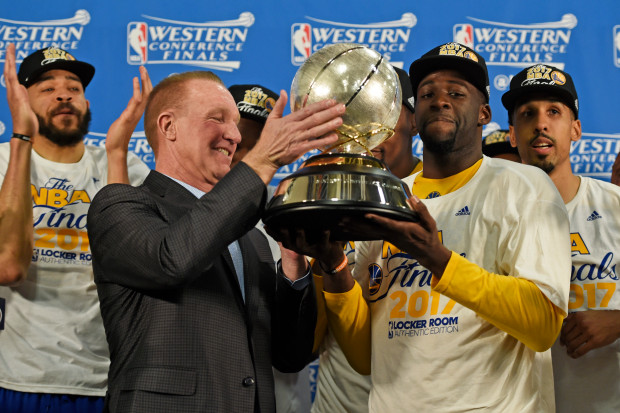 956be9947ab Chris Mullin presents the Western Conference Trophy to Draymond Greene