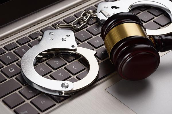 القبض على مراهقين لإختراقهما موقع شرطة متروبوليتان ونشر رسائل غريبة