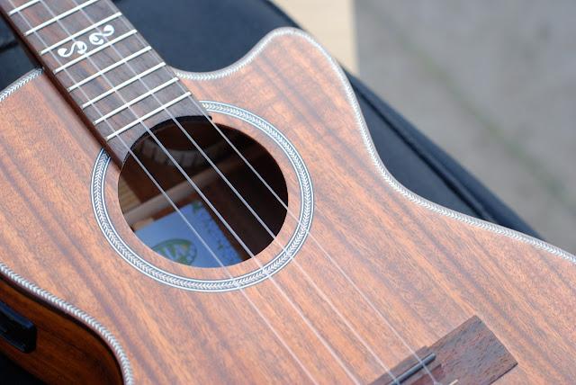 Kala All Solid Acacia Tenor ukulele top