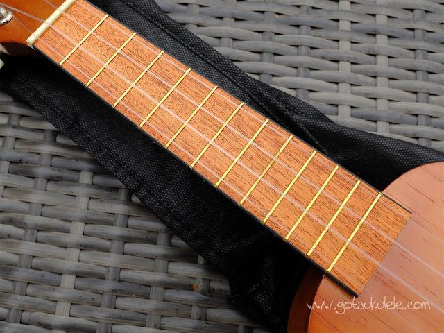 Mahalo 2500 Kahiko Ukulele neck