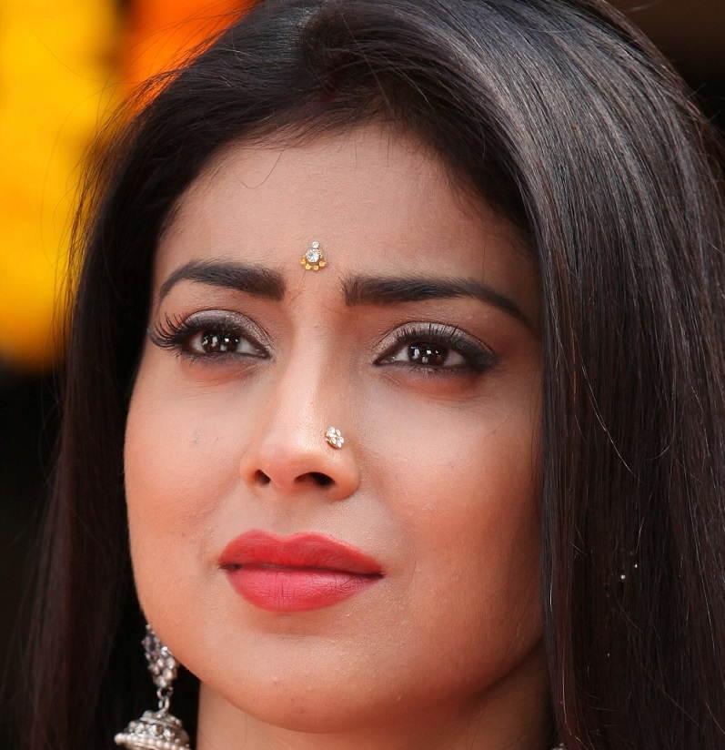 Shriya Saran Pictures: Shriya Saran Nose Ring Face Close Up Photos ...
