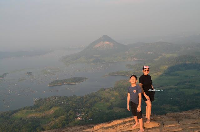 Waduk Jatiluhur terlihat dari Batu Lembu Gunung Lembu Purwakarta | JelajahSuwanto