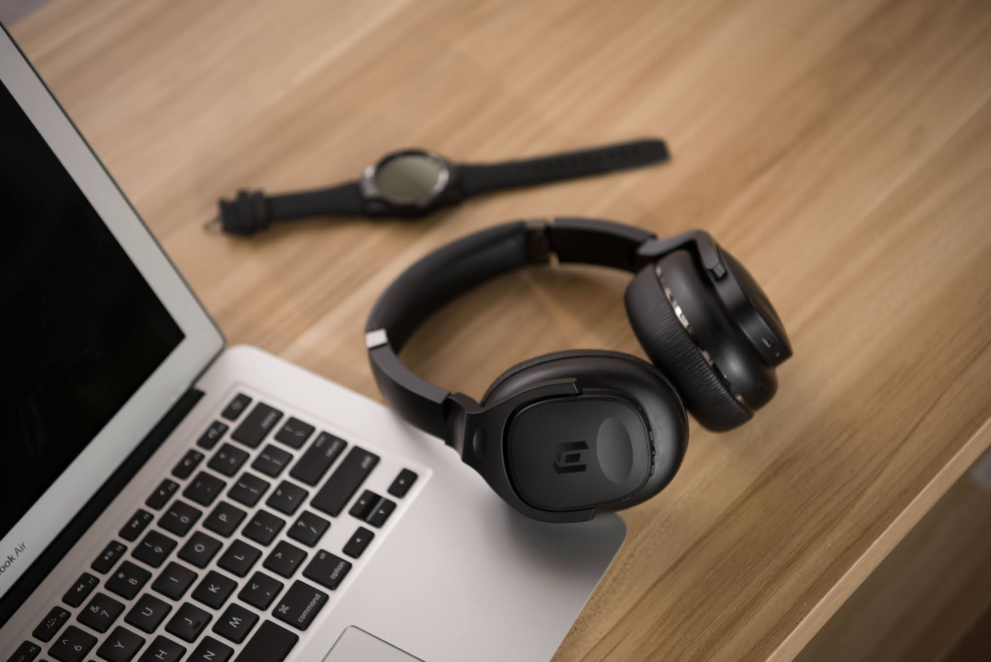 Mobvoi präsentiert TicKasa | Ein günstiger ANC Over-Ear Kopfhörer mit Qualcomm ® aptXTM HD Audio und AAC-Audio-Codecs und langer Laufleistung