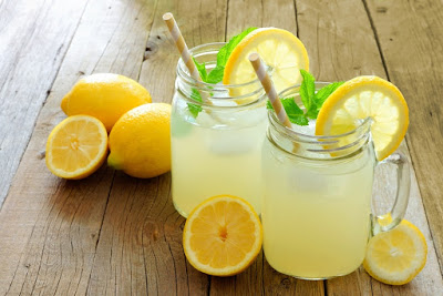 Old fashioned classic lemonade