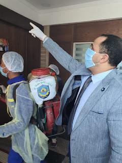 عبيد صالح يتابع عمليات التعقيم و التطهير بجامعة دمنهور