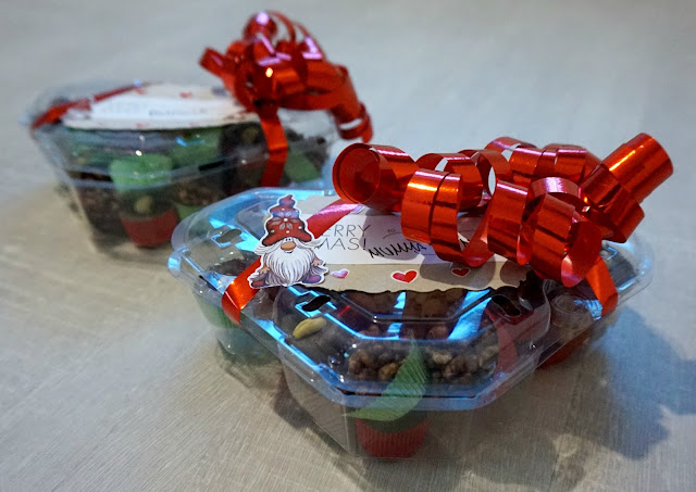 joululahjan paketointi kierrätys