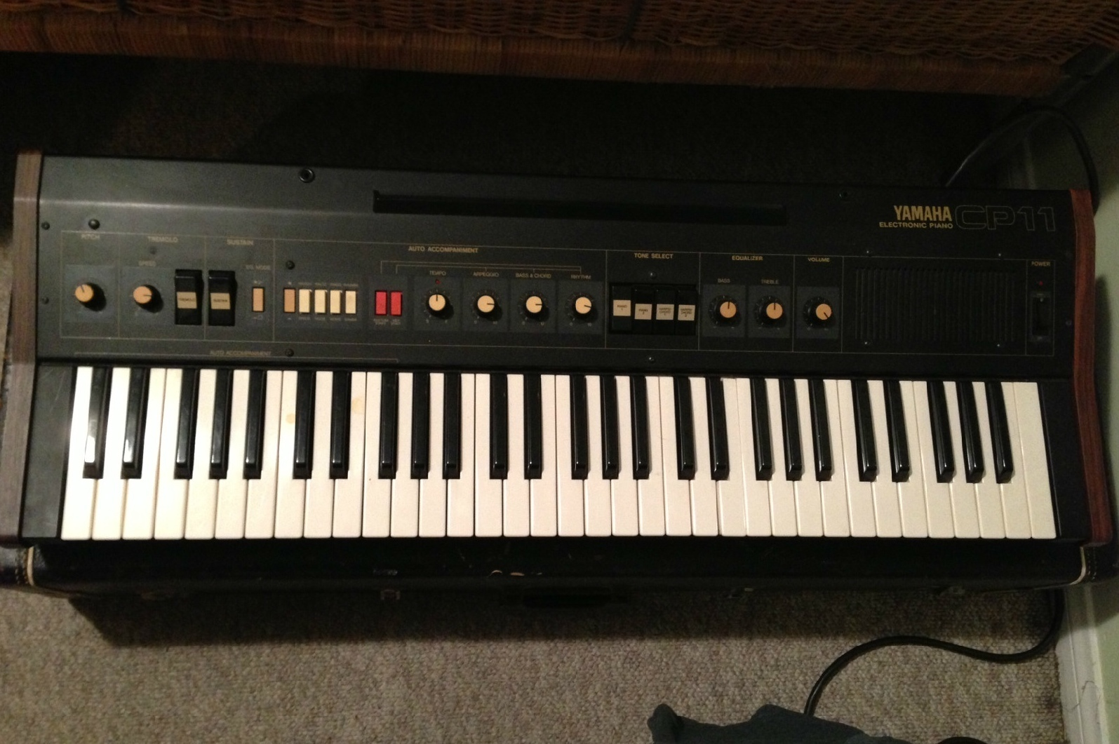 matrixsynth yamaha cp 11 electric piano with auto accompaniment. Black Bedroom Furniture Sets. Home Design Ideas