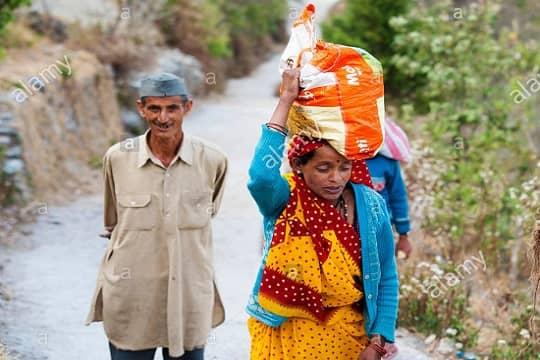 कसि कुं पहाड़ी छूँ - कुमाऊँनी कविता,kumaoni poem about pahari people leaving their tradition and culture, kumaoni bhasha ki kavita