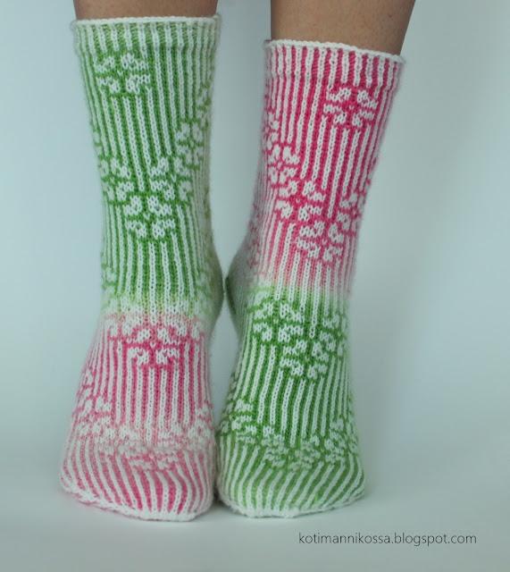 call them cherry blossoms socks tiina kuu ilmaisohje kirjoneulesukat