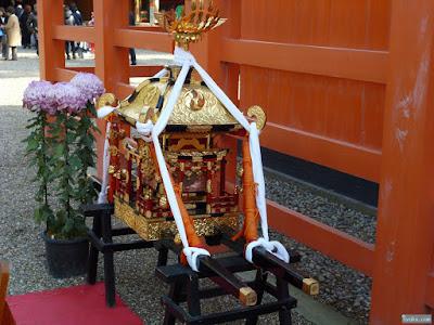御神輿と和菊(大菊)