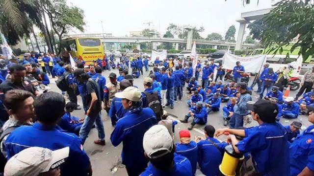 2.600 Karyawan PT Krakatau Steel  Di-PHK, Buruh Ancam Datangi Presiden