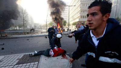 foto sahabat sesaat sebelum bom mobil meledak di lebanon-3