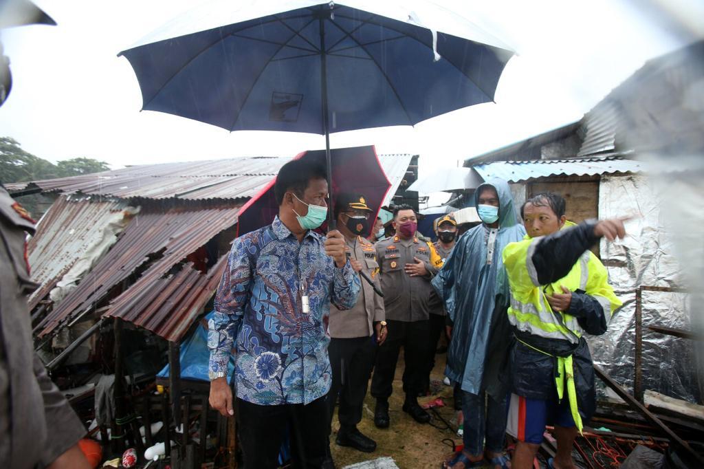 Kepala BP Batam Tinjau Lokasi Rumah Warga Yang Tertabrak Kapal Tongkang di Tanjung Uma