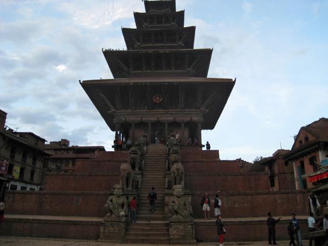El templo de cinco plantas, Nyatapola, en la plaza Taumadhi