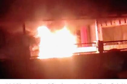 Mobil Seorang Kades Dibondowoso Terbakar Saat Diparkir  Dibalai Desa