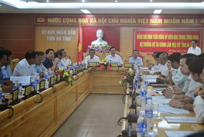 Bộ trưởng Đinh Tiến Dũng làm việc với tỉnh Hà Tĩnh