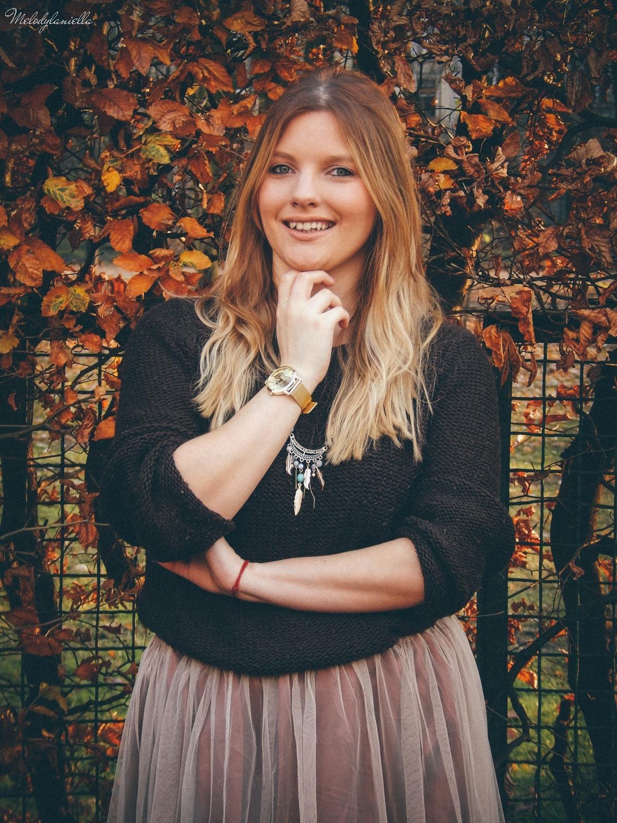 3. jesienna stylizacja tutu tiulowa spódnica dla dorosłych brązowy sweter torebka manzana melodylaniella autumn style fashion ciekawa stylizacja na jesień brązowa spódnica.jpg kopertówka