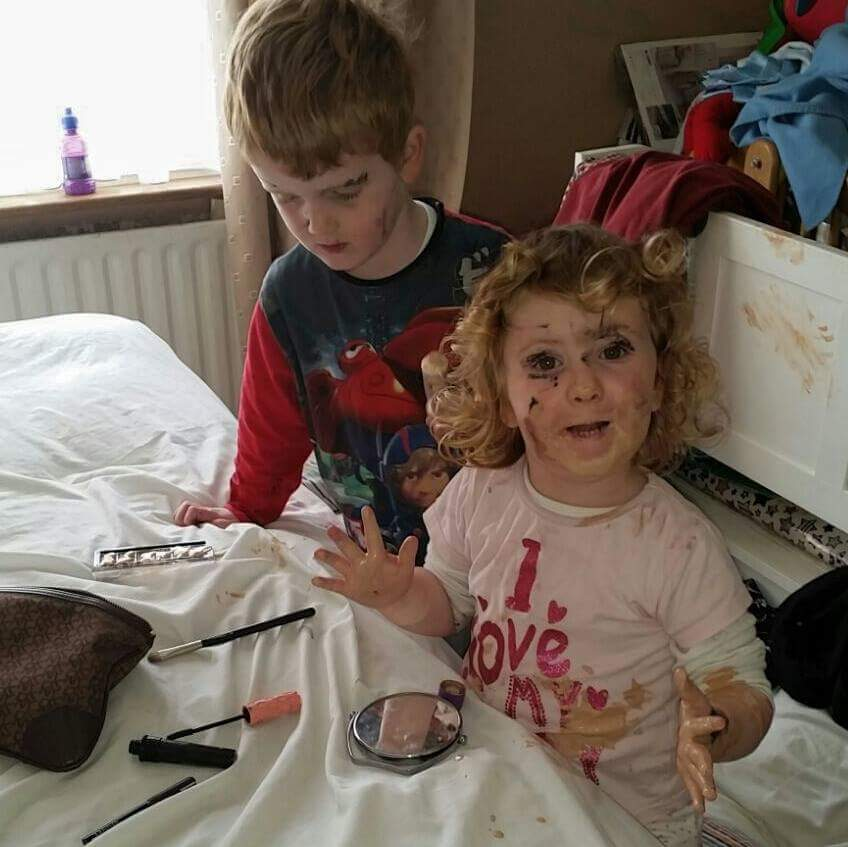 kids loves make-up