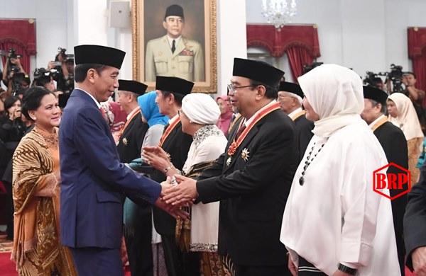 Presiden Jokowi Anugerahkan Tanda Kehormatan bagi 29 Tokoh