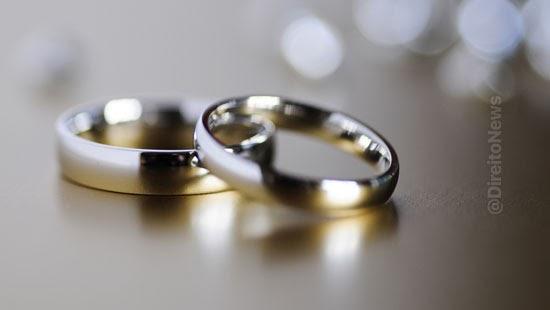 empresa condenada indenizar casal demora aliancas