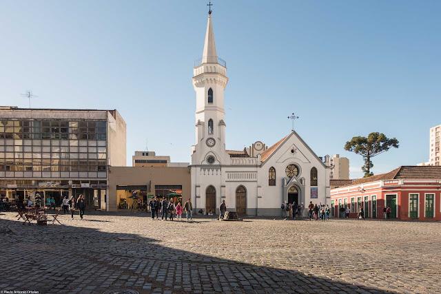 Vista do Largo Coronel Enéas, com a Igreja da Ordem ao fundo