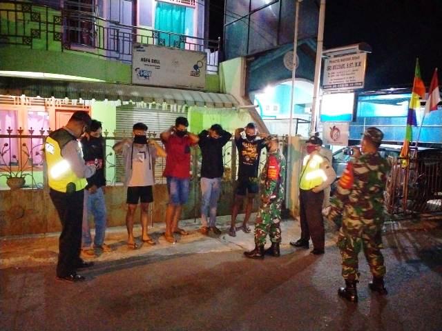 Patroli Malam Babinsa dan Babinkamtibmas Bantarkawung Brebes Sambil Operasi Masker
