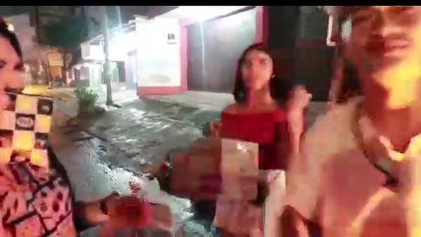 Heboh Prank YouTuber Bandung Bagikan 'Makanan' Sampah ke Waria-Bocah