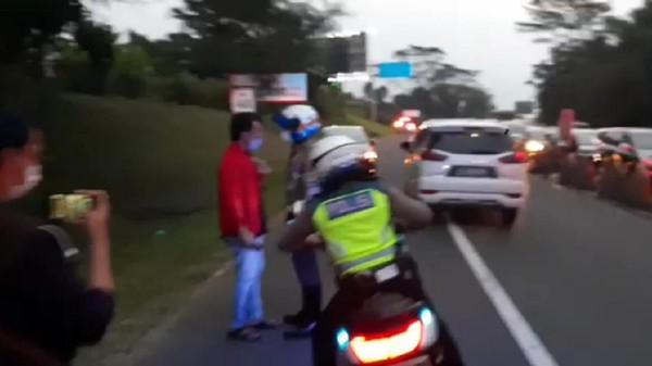 Viral Pria Tak Terima Diputar Balik di Puncak Bogor, Bawa-bawa Ketum PSSI