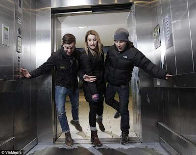 Broma en el ascensor