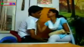Desi Horny School Girl Forced her BF to fuck with her in Photo Studio