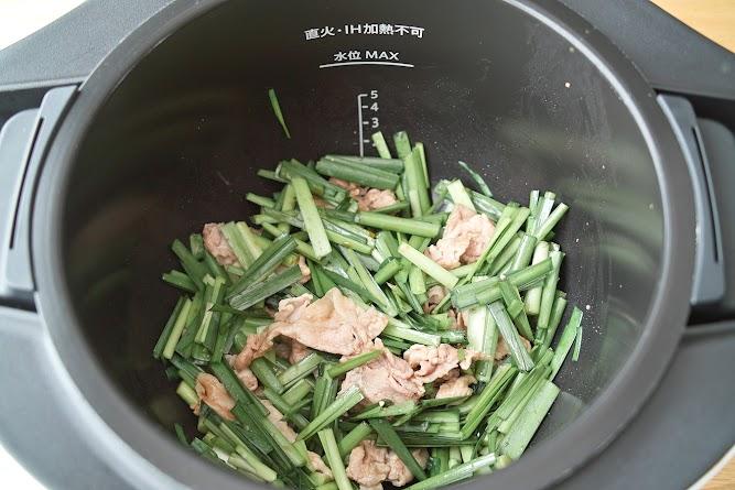 内鍋に調味料を加えてよく和える