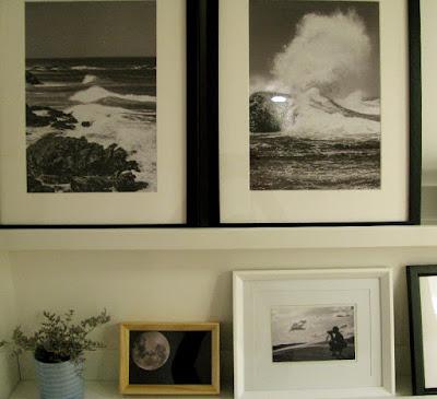fotos decorando estantes
