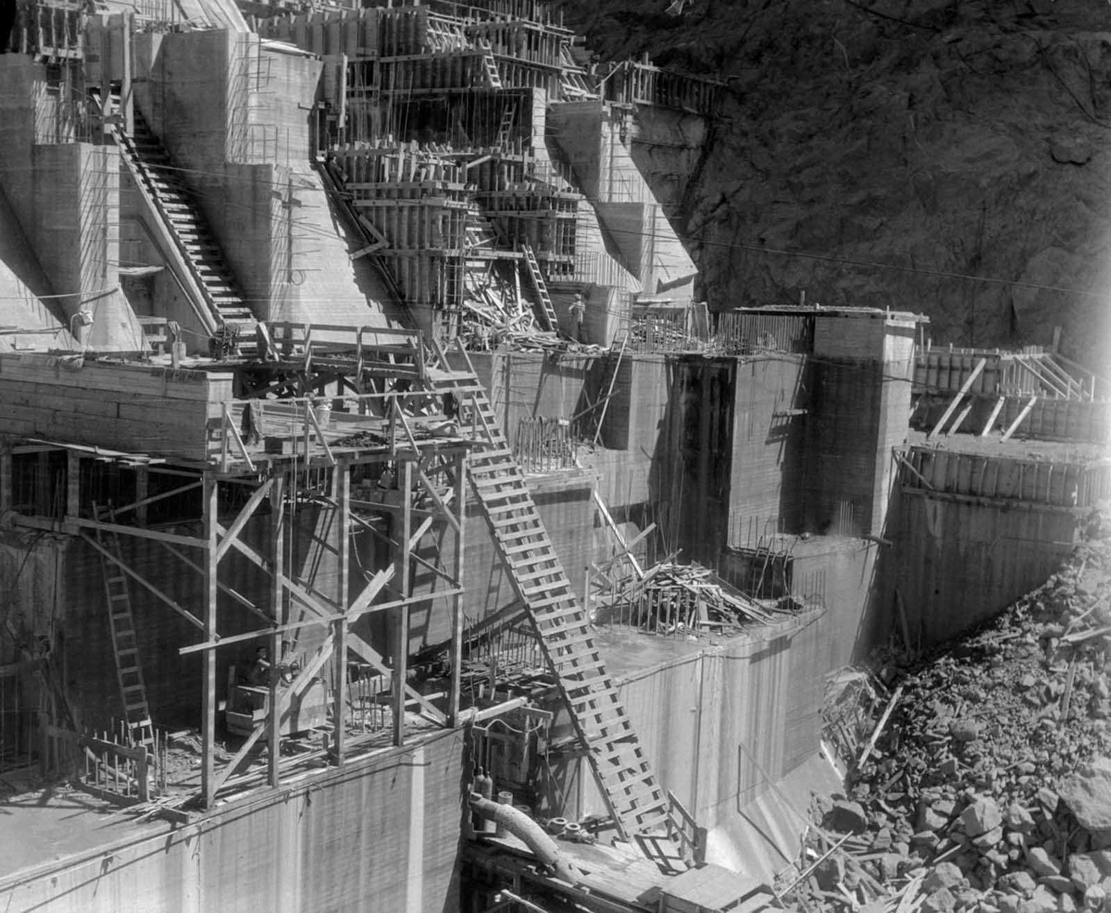 A total of 3,250,000 cubic yards (2,480,000 m3) of concrete was used in the dam before concrete pouring ceased on May 29, 1935.