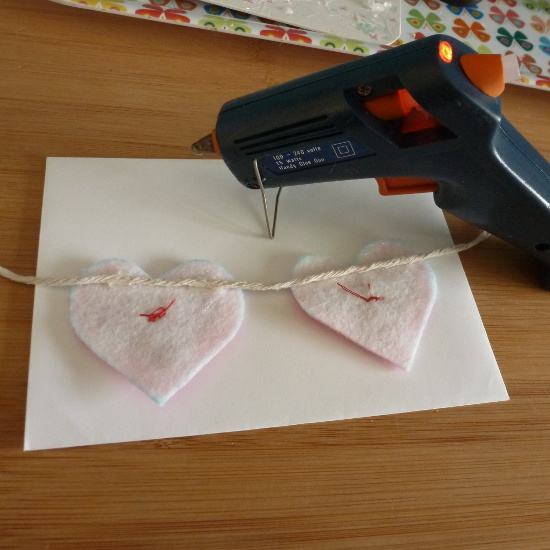 glue gun used along back of bunting design