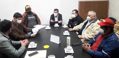 Reunión del alcalde con los dirigentes tuercas. (Foto: Raúl Aguilera)