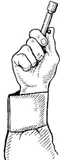 Положение пускового устройства в руке при отстреле сигнала охотника