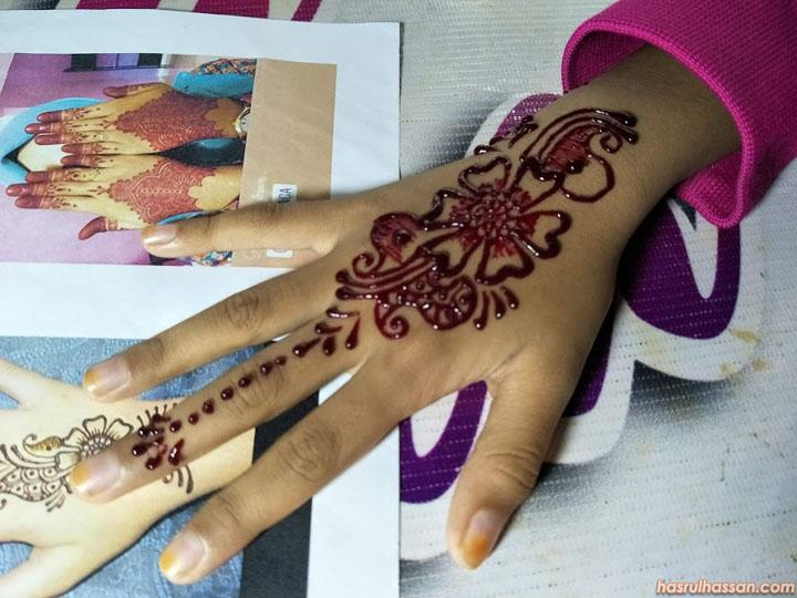 Henna Tangan di Gerbang Malam Ipoh