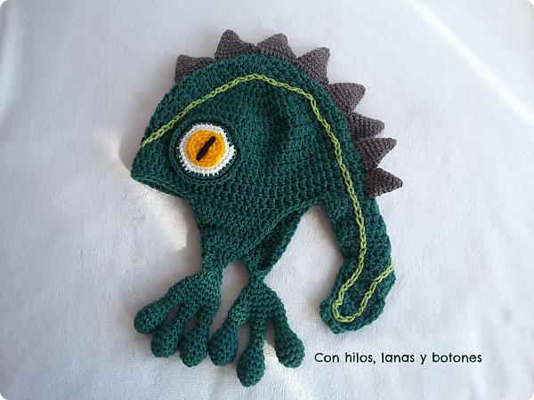 Con hilos, lanas y botones: gorro iguana a crochet