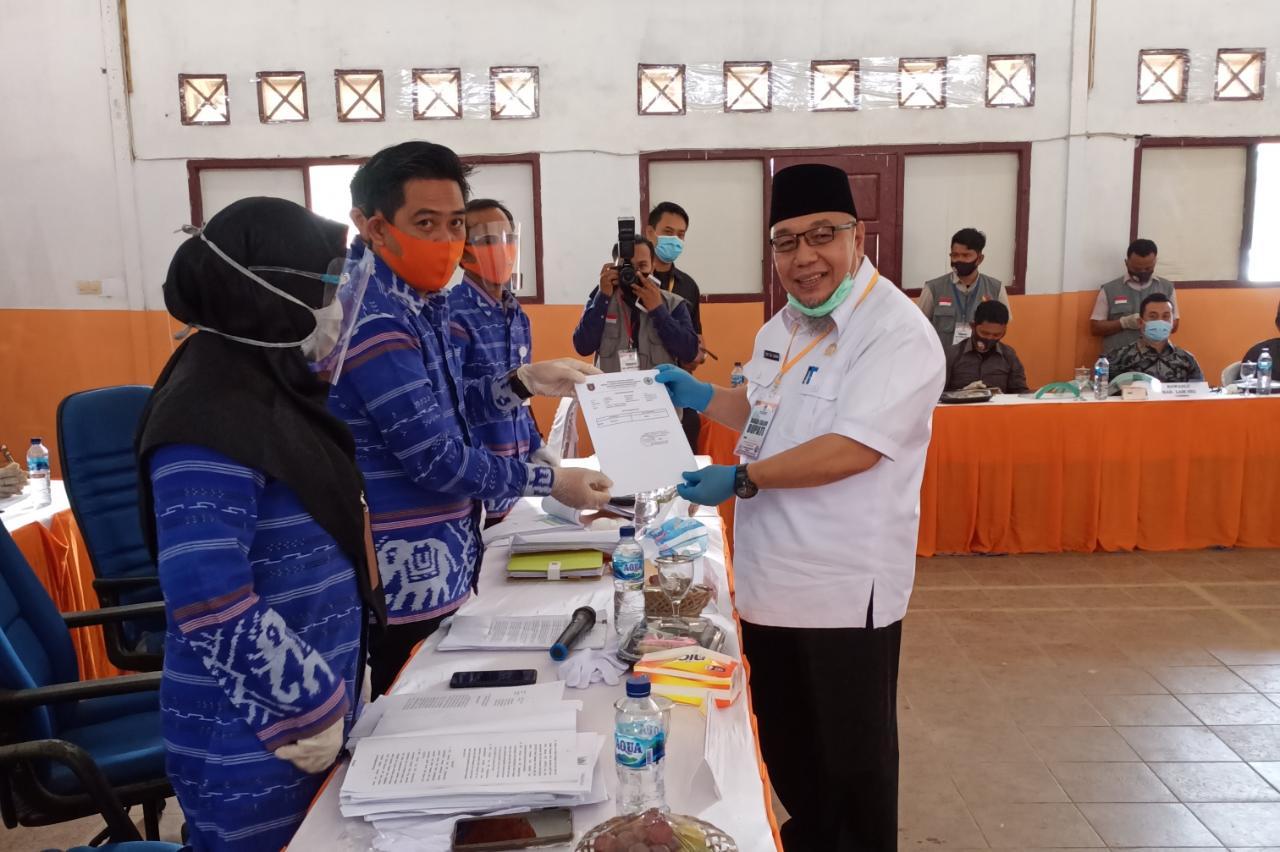 Ribuan Elemen Masyarakat, Kawal Pasangan Tony - Antoni Daftar Ke KPU Lampung Selatan.