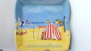Bandeja-vaciabolsillos-estilo-coastal-decorada-con-decoupage-y-efecto-decapé-crea2conpasión