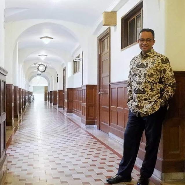 Banyak pihak yang berusaha mengkaitkan Anies dengan pilpres 2024. Sebagian penuh harap, karena Anies dianggap mampu memberikan masa depan bagi bangsa ini. Dengan integritas, kapasitas dan kemampuan komunikasi yang baik, Anies dianggap layak untuk menerima estafet kepemimpinan negeri ini pasca Pak Jokowi.