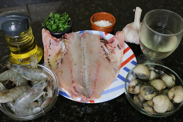 Ingredientes para dorada con berberechos y langostinos